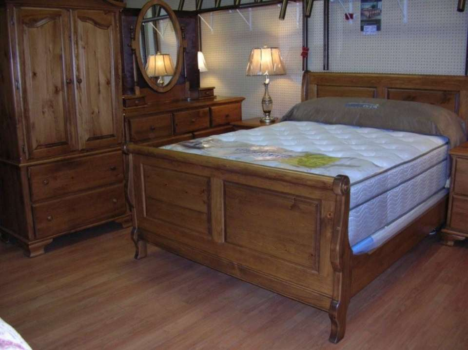 7 Pc Pine Bedroom Suite With Raised Panel Sleigh Bed